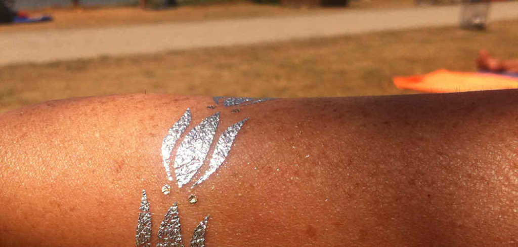 Gold Tattoo Handgelenk